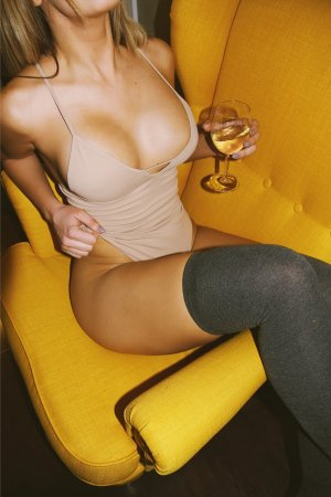 Sakyna erotic massage in Bismarck, escort girls