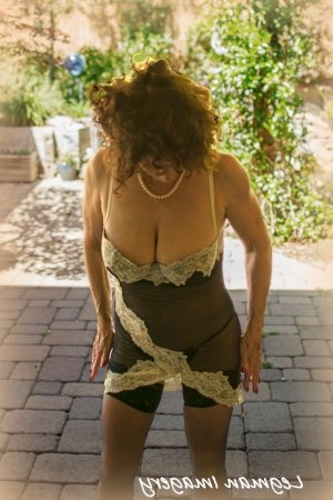Marie-mathilde massage parlor in Round Lake Beach & escort girl