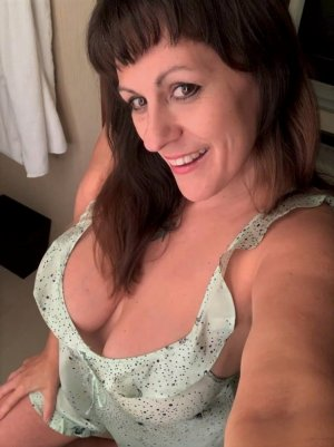 Cyntia erotic massage in Falls Church VA, escort